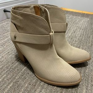 """Creme ankle booties - 3.5"""" heel size 8.5"""